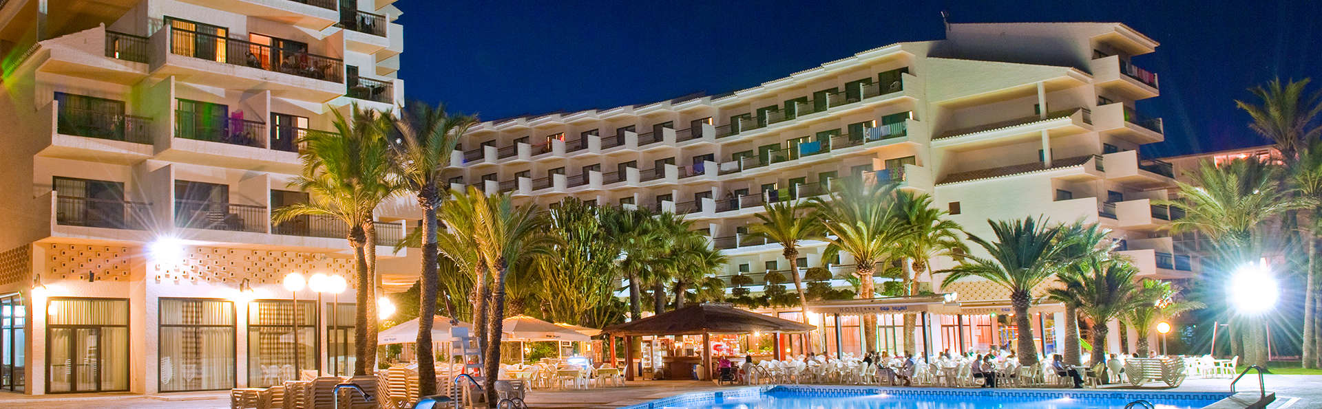 Hotel Cap Negret - edit_noche_vista_frontal.jpg