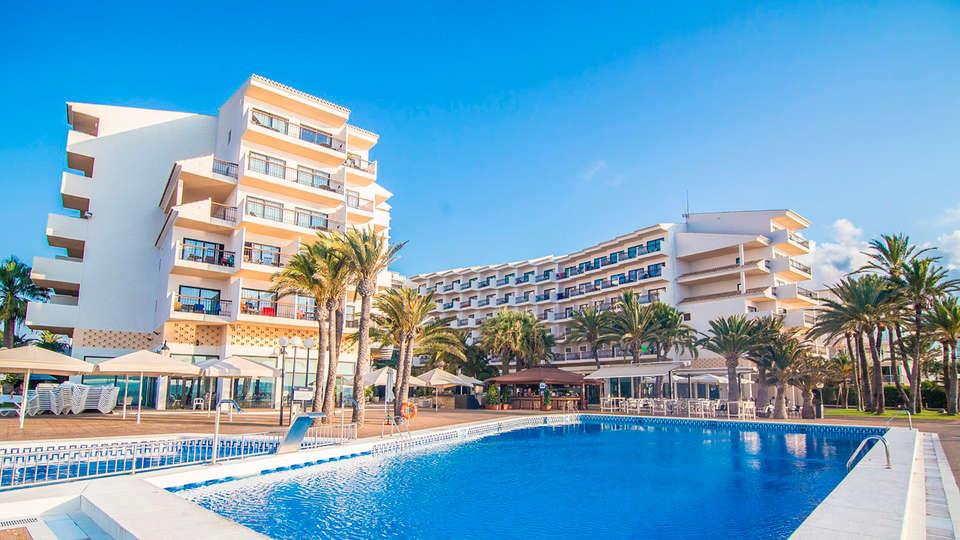 Hotel Cap Negret - edit_fachada-piscina.jpg