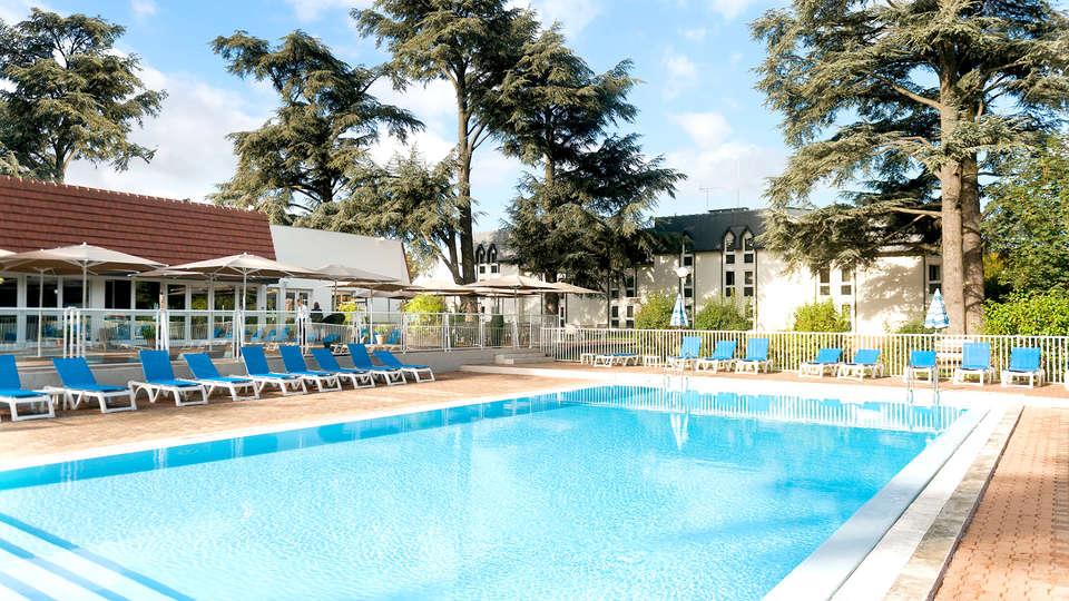 Mercure Demeure De Campagne Parc Du Coudray - Edit_Pool.jpg