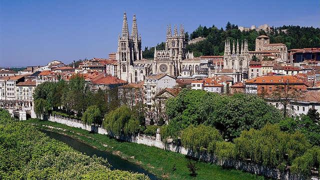 Escapada en pleno centro de Burgos con desayuno y botella de vino incluida (Desde 2 noches)
