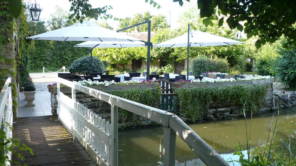 Hôtel & Restaurant Le Moulin de Chaméron, The Originals Relais (Relais du Silence) - edit_terrace.jpg