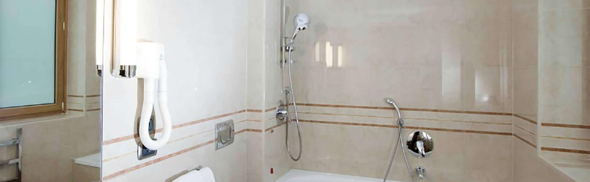 Grand Hotel Mediterraneo - Edit_Bathroom.jpg