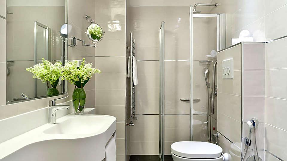 Grand Hotel Mediterraneo - Edit_Bathroom2.jpg