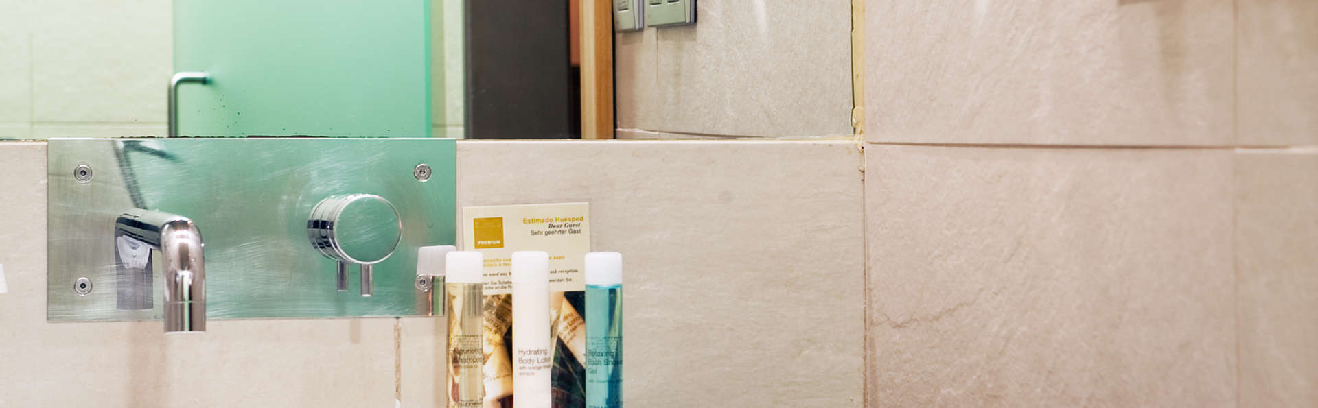 Itaca Hotel Jerez - EDIT_bath1.jpg
