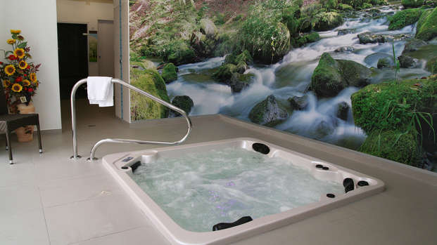 Bienestar con spa en el centro de Corrèze
