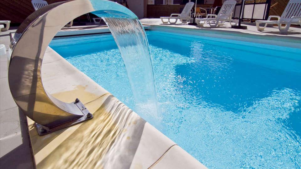 Auberge de la Xaintrie - edit_pool3.jpg