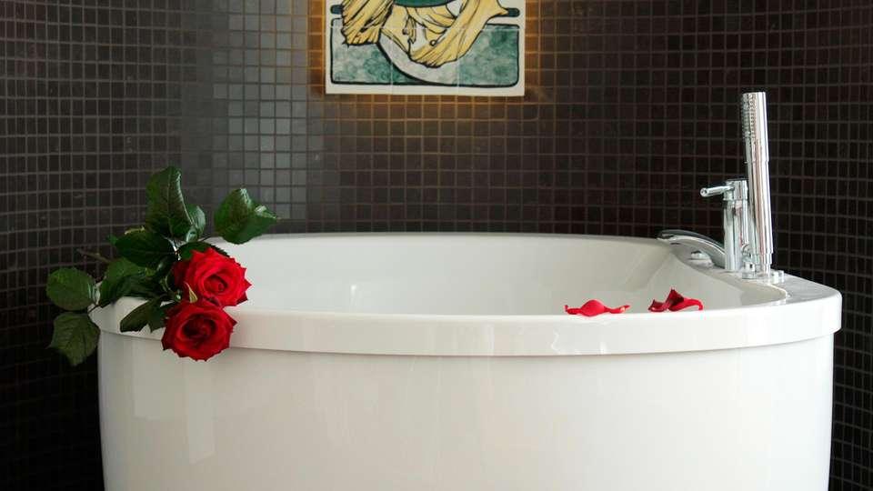 Hotel Wymerts - EDIT_romanticbat.jpg