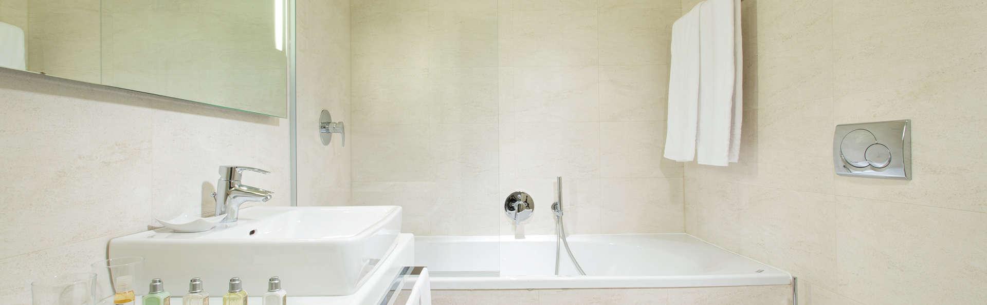 Best Western Plus Tower Hotel Bologna - Edit_Bathroom.jpg