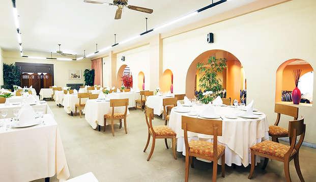 Gastronomía y Relax: Escapada con Cena típica y Spa a un paso de Santiago de Compostela