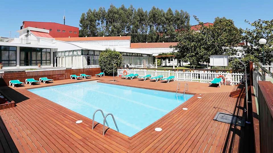 Hotel Spa Congreso - EDIT_pool1.jpg