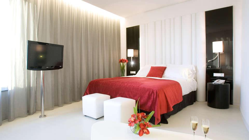 Hotel Santos Porta Fira - EDIT_room1.jpg