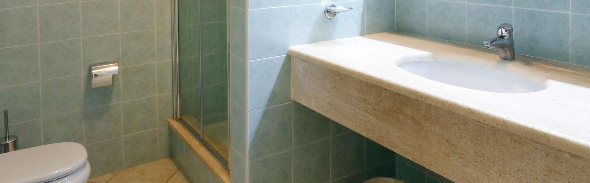 Residence Il Borgo - EDIT_bath.jpg