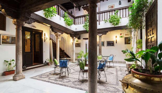 Hotel Casa del Capitel Nazari - patio