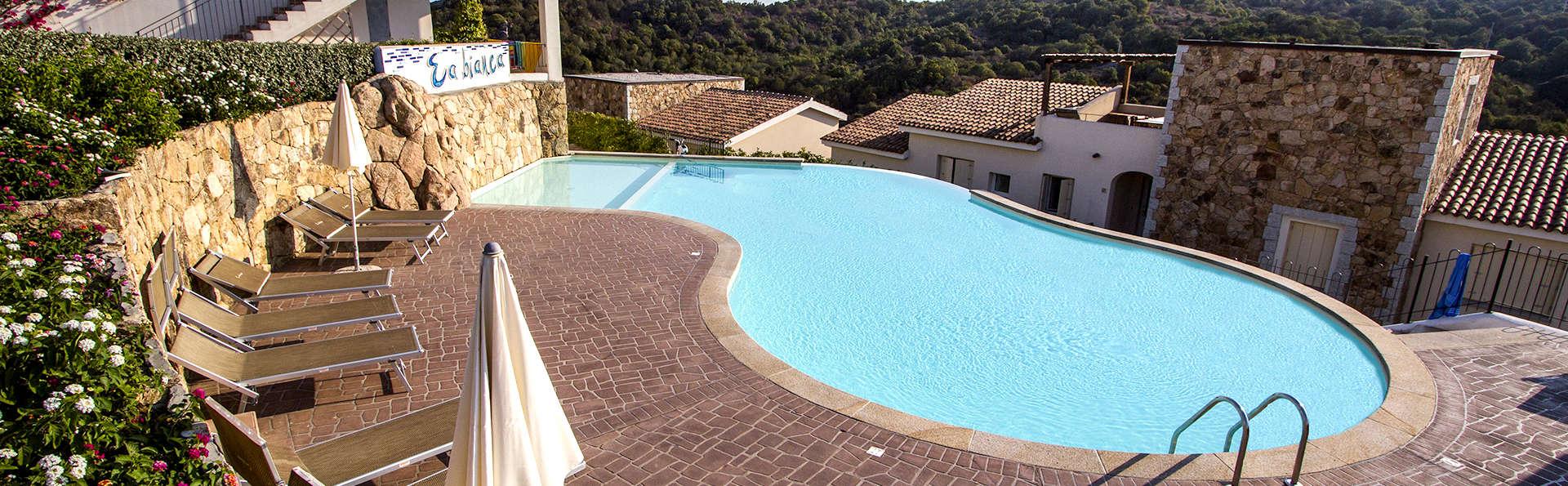 Residence Ea Bianca - Edit_Pool.jpg