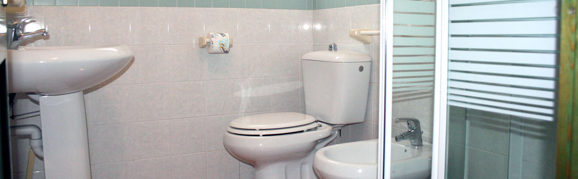 Residence Le Pavoncelle - Edit_Bathroom.jpg