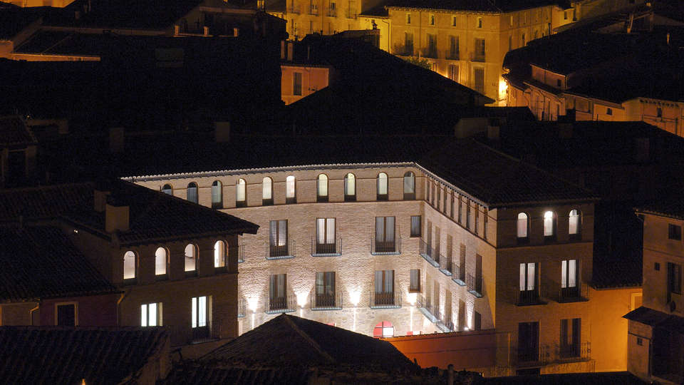 Hotel Cienbalcones - EDIT_front.jpg