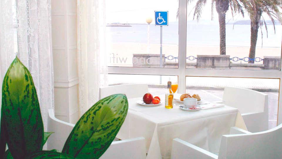 Hotel Cityhouse Rías Altas - EDIT_breakfast.jpg