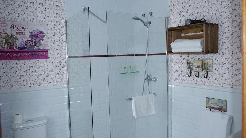 Hotel Colonial de Santillana - edit_bathroom1.jpg