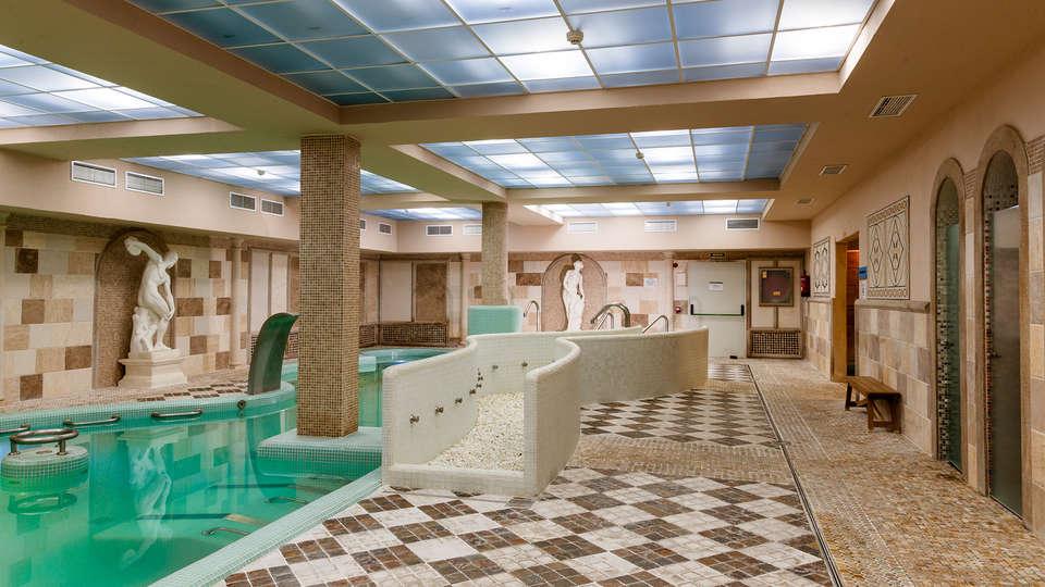 Hotel Comendador - EDIT_spa3.jpg