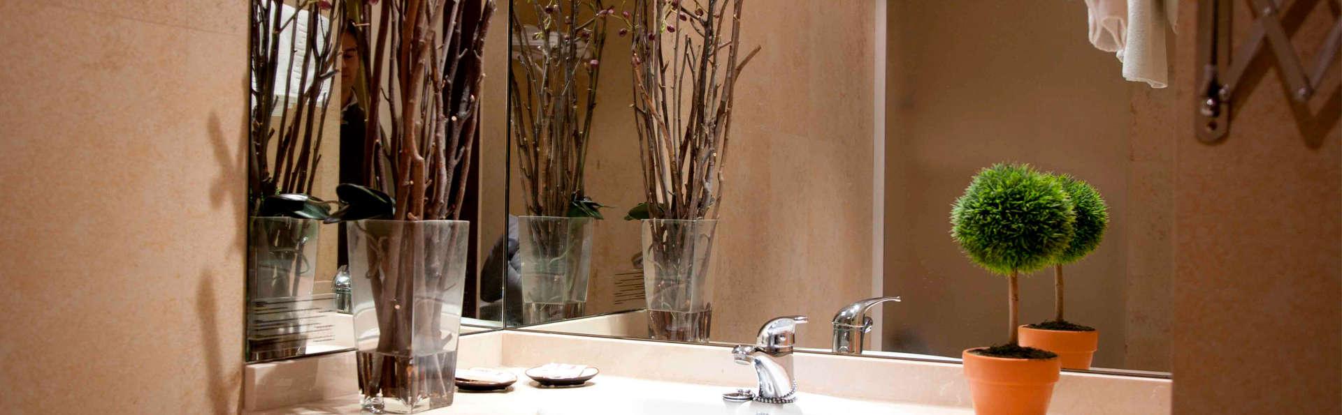 Hotel El Mesón - edit_bathroom.jpg