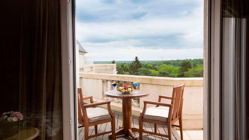 Tiara Château Hôtel Mont Royal Chantilly - EDIT_NEW_terracerooom.jpg