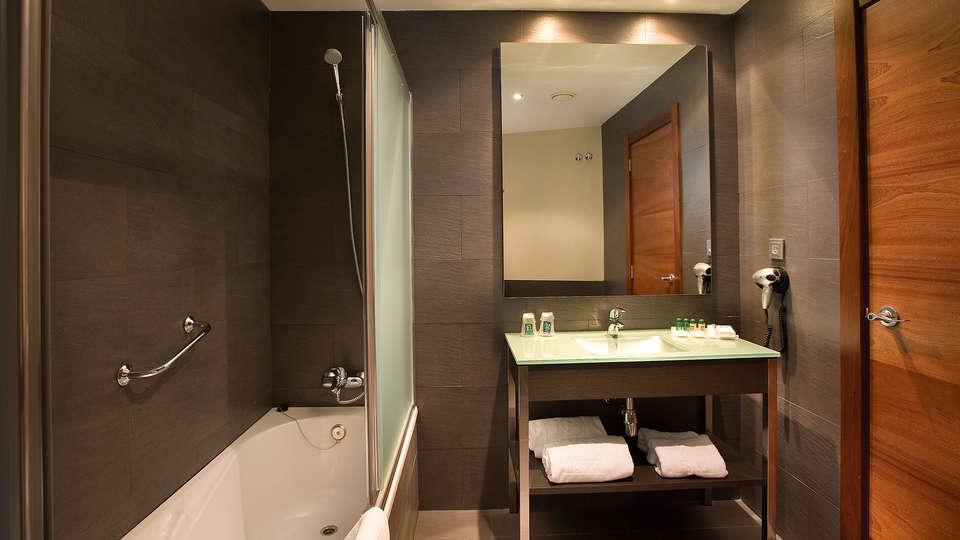 Hotel F&G Logroño - edit_bathroom.jpg