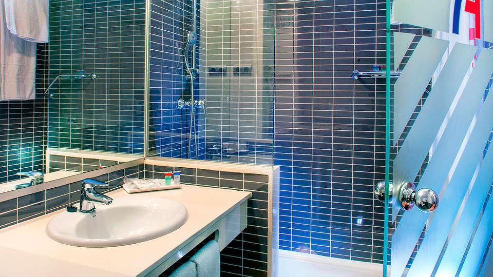 Hotel Front Air Congress - edit_bathroom34.jpg