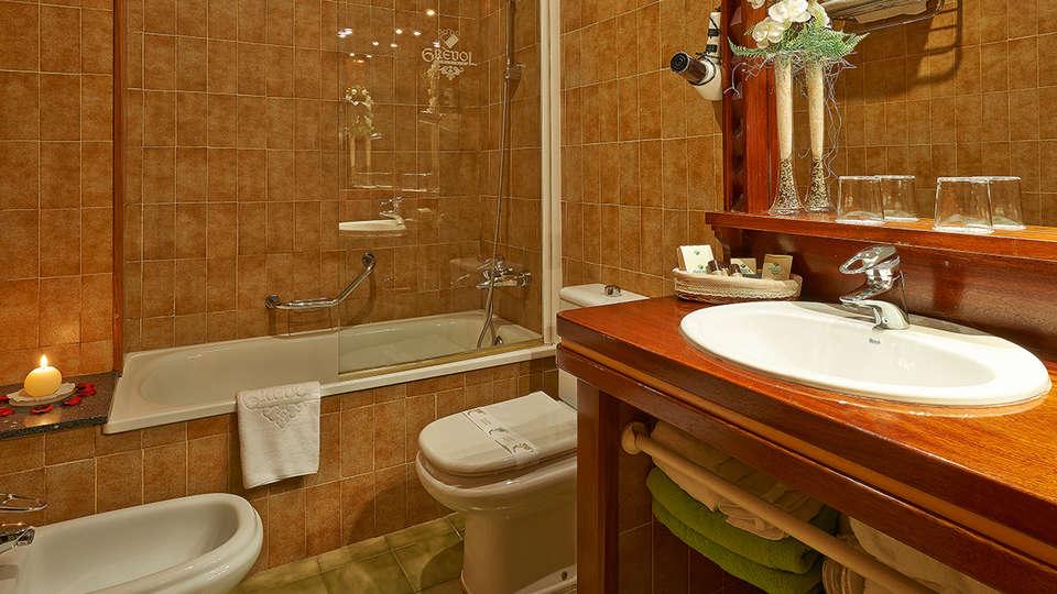 Hotel Grèvol Spa & Wellness - EDIT_bath1.jpg