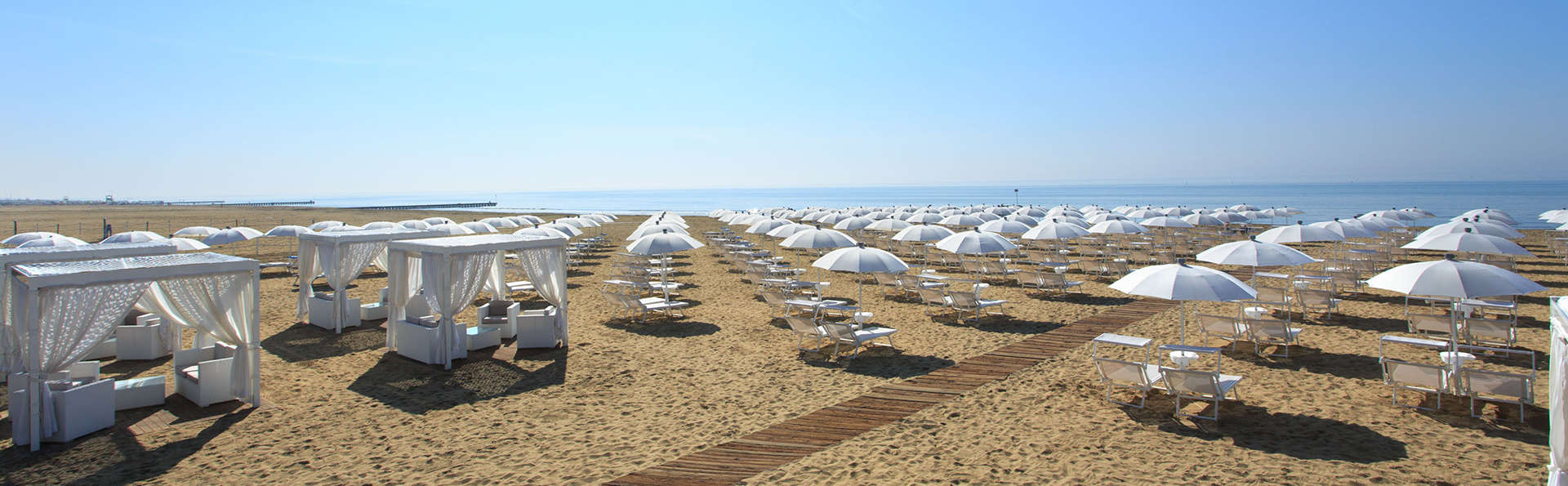 Almar Jesolo Resort & Spa - edit_Spiaggia-privata.jpg