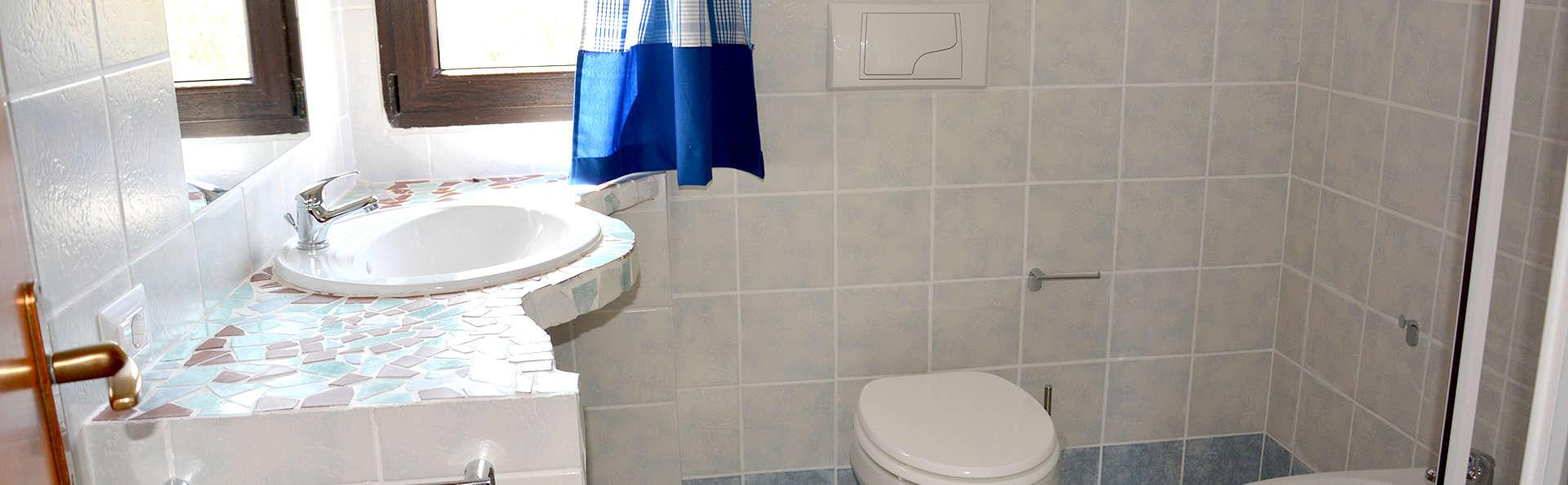 Baia de Bahas Exclusive Resort - Edit_Bathroom2.jpg