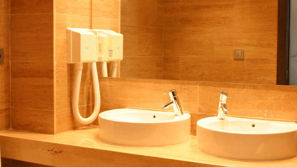 Hotel Hyltor - EDIT_bath.jpg