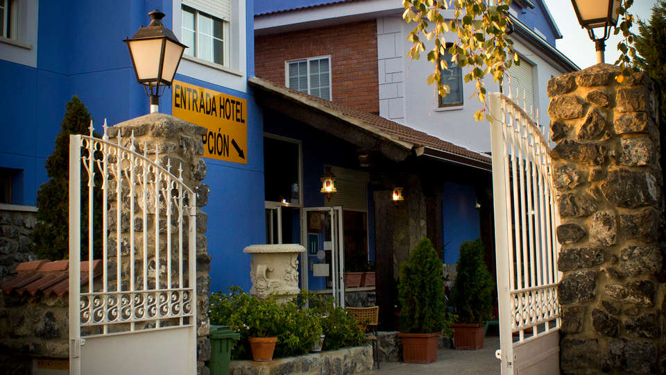 Hotel Jaramiel - edit_entrance2.jpg
