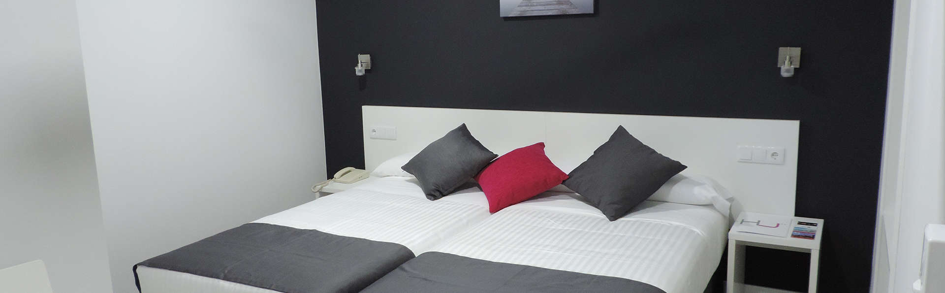 Hotel Junquera - edit_room4.jpg