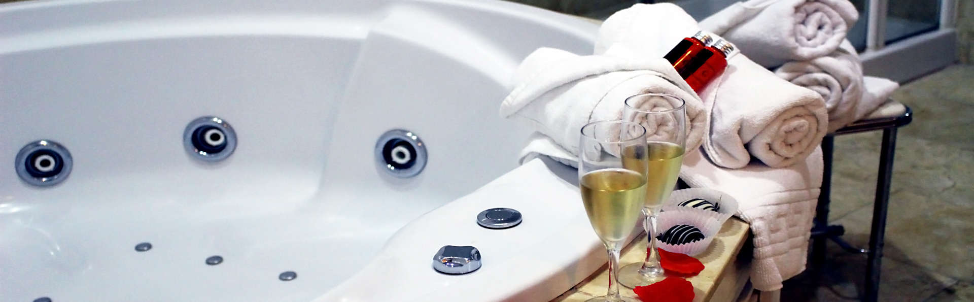 Escapada in love en suite superior con bañera de hidromasaje privada y cava