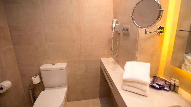 Hotel M A Sevilla Congresos - bathroom