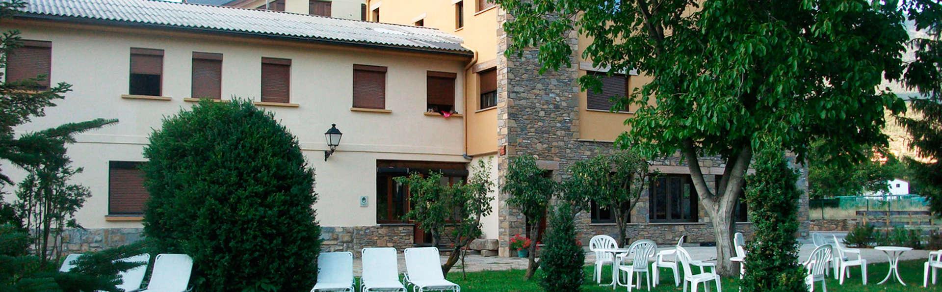 Hotel los Nogales - EDIT_garden.jpg