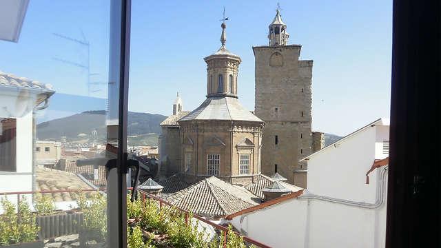 Escapada con desayuno, acceso a la zona relax, descuento en parking y niño gratuito en Pamplona