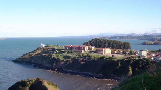 Escapada en primera línea de mar en Candás con cava y dulce de bienvenida