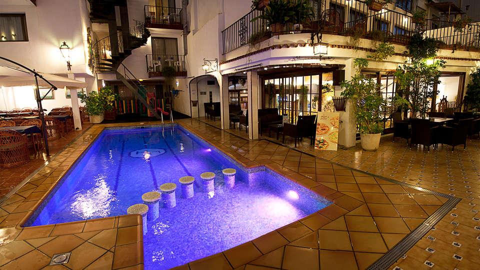 Hotel Neptuno Calella - EDIT_pool1.jpg