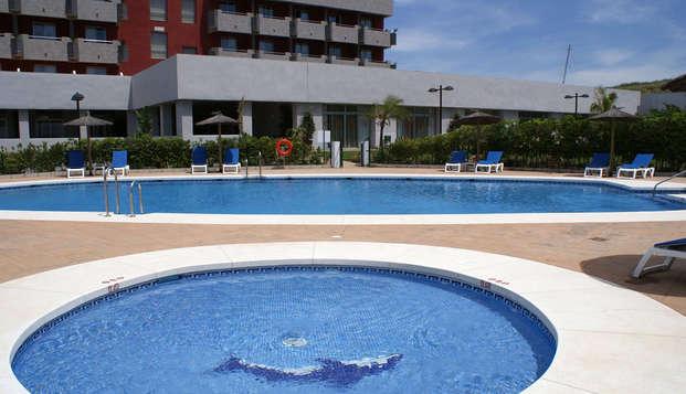 Minivacaciones en hotel 4* con piscina en régimen media pensión cerca de la playa (desde 2 noches)