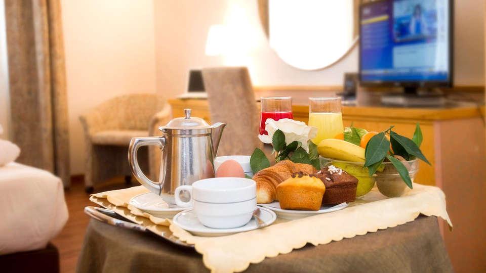 Hotel Minerva - Edit_Breakfast.jpg