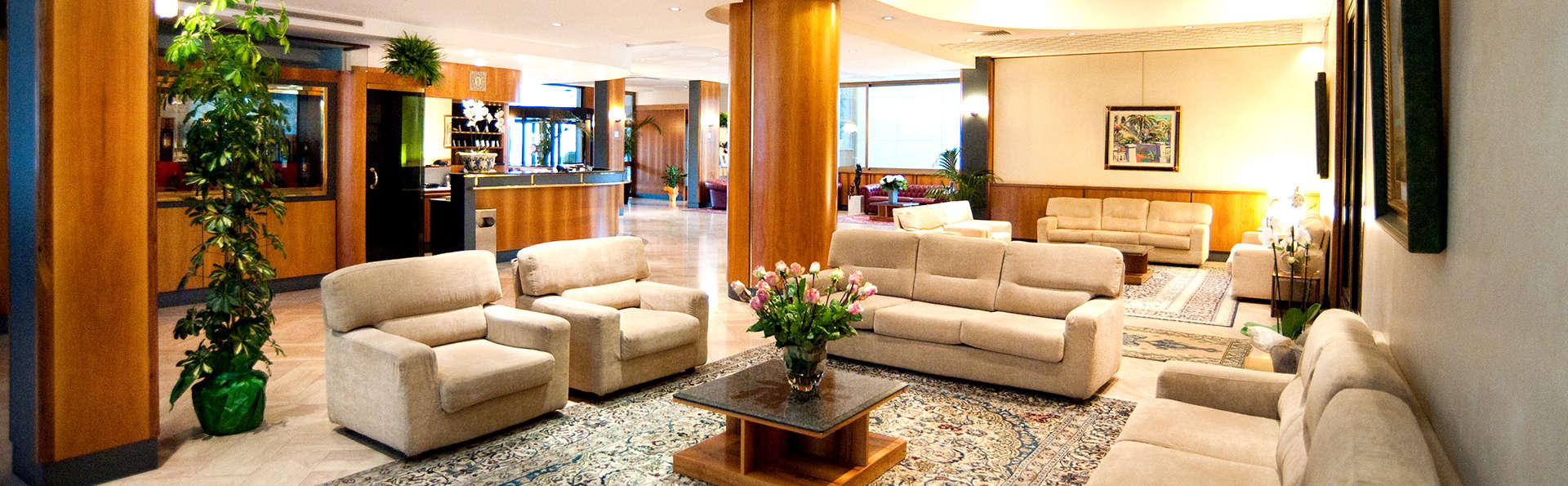 Hotel Minerva - Edit_Lounge.jpg