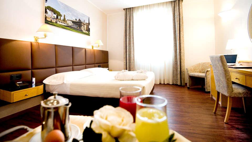 Hotel Minerva - Edit_Room.jpg