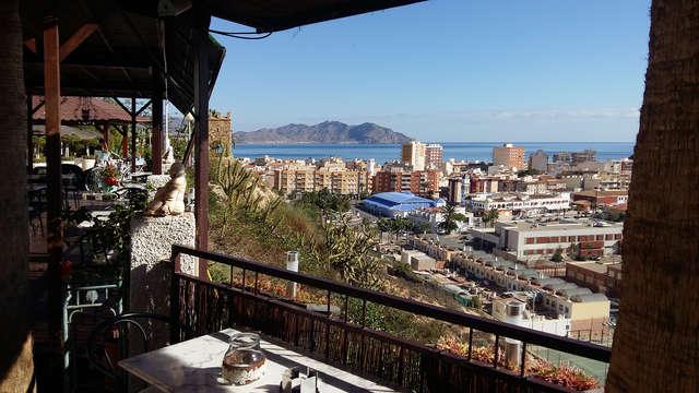 Escapada en Puerto de Mazarrón en hotel con vistas al mar, desayunos gratuitos, copa y salida tardía