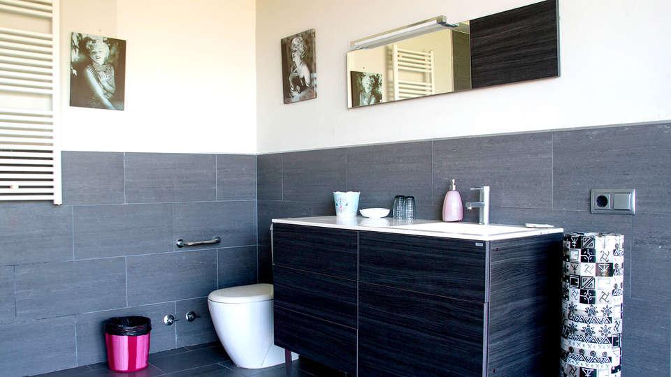 Hostal les Suites (Adults Only) - Edit_Bathroom.jpg