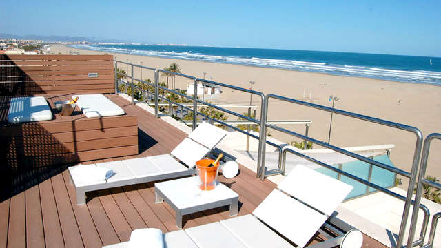 Alójate en Valencia a primera linea de playa con desayuno y zona de relax incluido