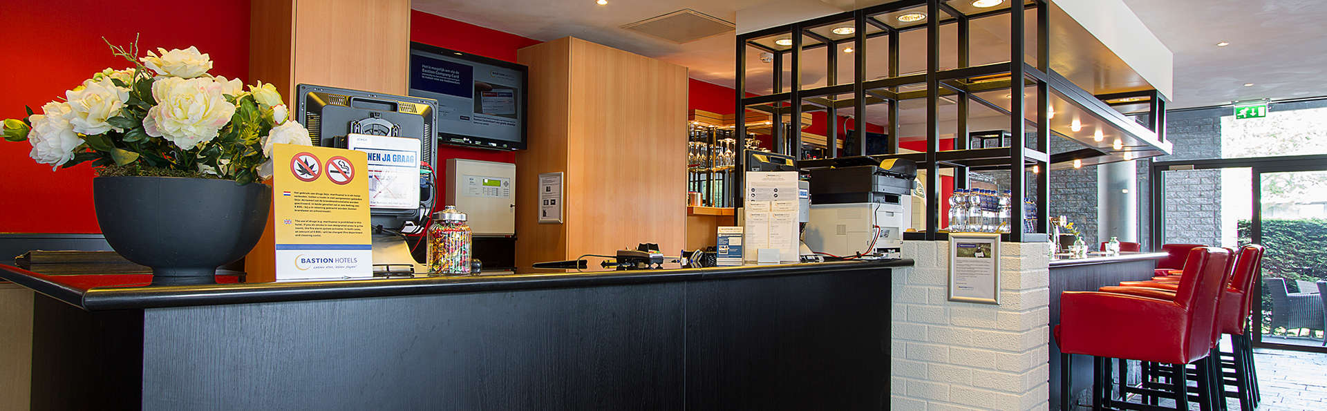 Bastion Hotel Zaandam - Edit_Reception.jpg