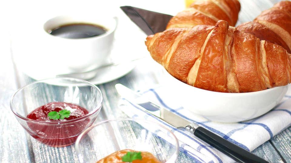 Cocoon Hotel Belair - Edit_Breakfast3.jpg
