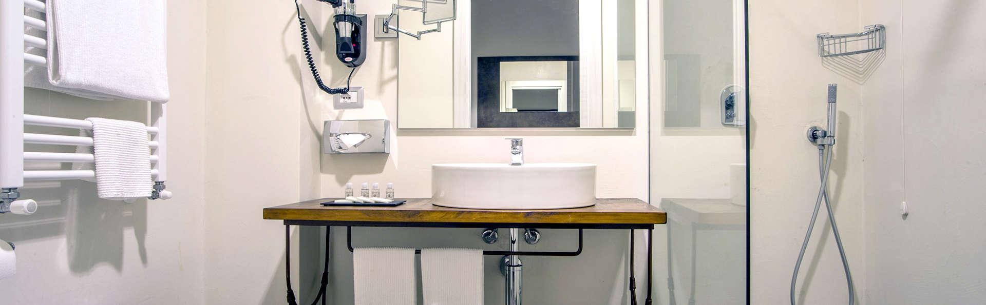 PHI Hotel Milano - Edit_Bathroom2.jpg
