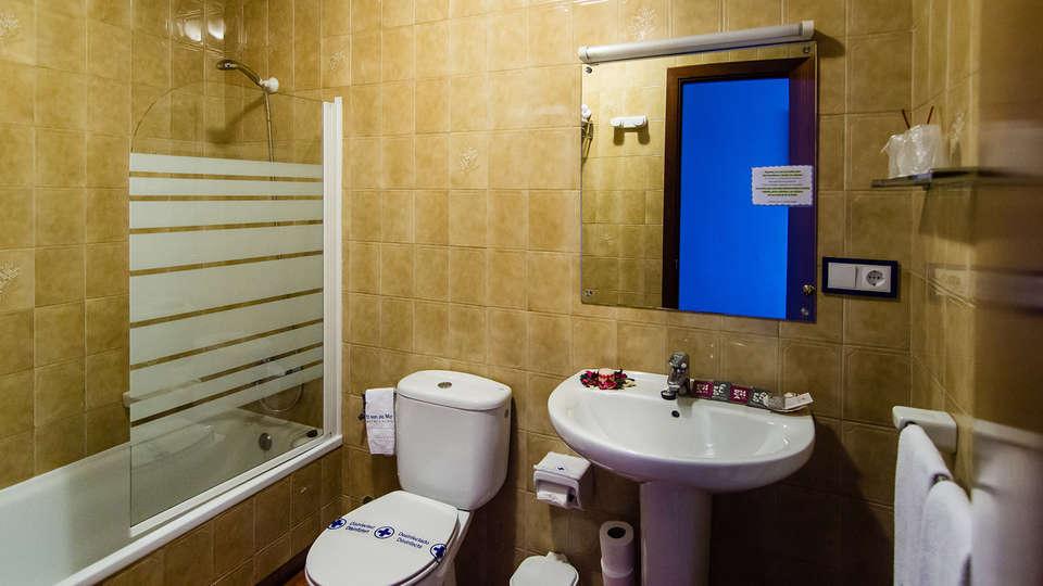 Hotel O Son do Mar - Edit_bathroom.jpg